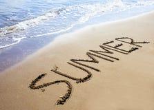 Sommer geschrieben auf Sand Lizenzfreie Stockfotografie