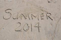 Sommer 2014, in geschrieben in den Sand Stockfotos