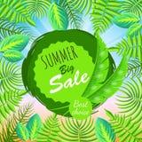 Sommer-großes Verkaufs-Runden-Emblem mit Palmblättern Stockbilder