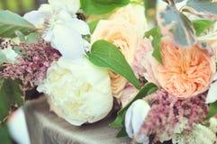Sommer-Hochzeits-Blumenstrauß Stockbilder