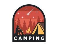 Sommer-Lager-kampierende Tätigkeits-Emblem-Ausweis-Illustration der Weinlese-wild lebenden Tiere