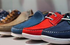 Sommer-männliche Schuhe Stockfotografie