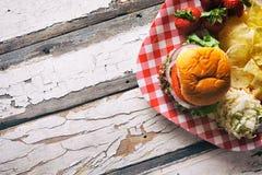 Sommer: Memorial Day -Cookout-Lebensmittel mit Copyspace Stockbild