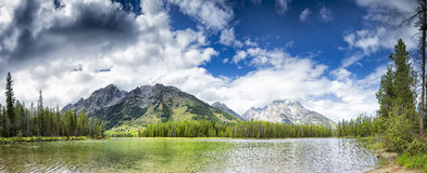 Sommer-Morgen auf Jenny Lake lizenzfreie stockfotografie