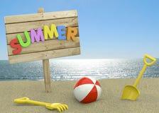 Sommer-Schild auf dem Strand - 3D Lizenzfreie Stockbilder