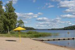 Sommer am See in Schweden lizenzfreies stockfoto