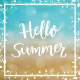 Sommer-Seehintergrund mit Mitteilung hallo Sommer Auch im corel abgehobenen Betrag Stockfoto