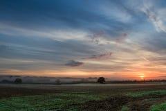 Sommer-Sonnenaufgang über dem Cotswolds, Vereinigtes Königreich Stockfotografie