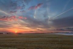 Sommer-Sonnenaufgang über dem Cotswolds, Vereinigtes Königreich Lizenzfreie Stockfotografie