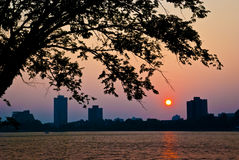Sommer-Sonnenuntergang über Cambridge Stockfoto