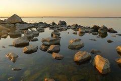 Sommerabendlicht auf der Küste Lizenzfreies Stockbild