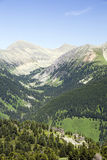 Sommeransicht des hoher Berges stockbild