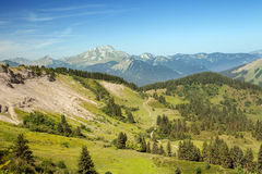 Sommerberge in den Alpen Lizenzfreie Stockfotos