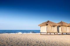 Sommerbungalow auf dem Strand Stockfoto