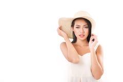Sommerdame, die Sie, weißen Hintergrund betrachtet Stockbilder