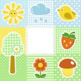 Sommerfeld mit Blumenerdbeersonne und -vogel Lizenzfreie Stockbilder