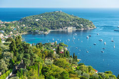 Sommerferien blauer Himmel des Mittelmeeres des Türkises stockfotografie