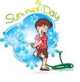Sommerferien mit dem Jungen, der Wasser spielt Lizenzfreie Stockfotos