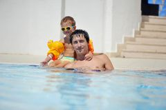Sommerferien mit dem Vater Lizenzfreie Stockfotografie