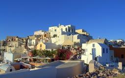 Sommerferien in Oia, Santorini, Griechenland Stockfotos