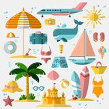 Sommerferien, Tourismus und flache Ikonen der Ferien Vector Illustration des Sommerferienzubehörs, flachen Ikonensatz Stockfotografie