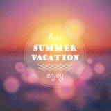 Sommerferien-Zusammenfassungshintergrund Sonnenuntergang auf der Seestrandillustration Stockfotografie