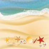 Sommerferienillustration - Meer auf einem Strandsand ein sonniger Meerblickvektor Stockfotos