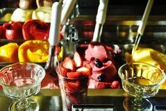 Sommerfrühstück mit Frucht lizenzfreie stockfotografie