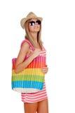 Sommerfrau mit dem Sonnenbrilleeinkauf Lizenzfreies Stockbild