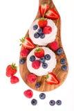 Sommerfrucht pavlovas Lizenzfreies Stockfoto