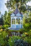 Sommergarten mit Nische Lizenzfreies Stockbild