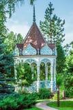 Sommergarten mit Nische Lizenzfreies Stockfoto
