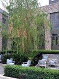 Sommergarten und -plattform Stockfotos