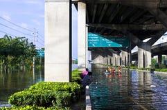 Sommergendosi a Bangkok Immagini Stock