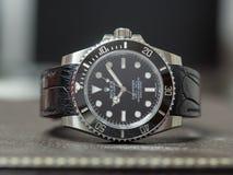 Sommergibilista di Rolex nessuna data sulla tavola di cuoio Immagine Stock Libera da Diritti