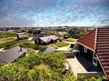 Sommerhäuschenferienhäuser an der Westküste in Dänemark Stockfotos