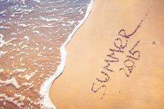 Sommerhandschrift 2015 auf dem Sand Lizenzfreie Stockfotografie