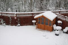 Sommerhaus im Winter Stockfotos