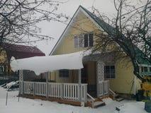 """Sommerhaus in Winter (Ð"""" аÑ-‡ Ð ½ Ñ ‹Ð ¹ Ð'Ð ¾ Ð ¼ ик зиÐ-¼ Ð ¾ Ð ¹) Stockbild"""