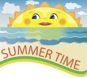 Sommerhintergrund, Karikatursonne spähend, lächelnde Sonne Lizenzfreies Stockfoto