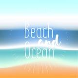 Sommerhintergrundsteigungsmaschenstrand und -ozean Hintergrund für Reisekarten Auch im corel abgehobenen Betrag Stockbild