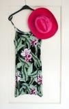 Sommerkleid und -hut Stockfoto