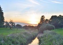 Sommerlandschaft bei Sonnenuntergang Lizenzfreie Stockbilder