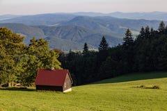 Sommerlandschaft in den Bergen Slowakei, Trencin-Region, n Stockbild