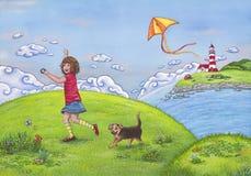Sommerlandschaft mit einem Mädchen, das auf einem Hügel, spielend mit einem Drachen und ihrem netten Hund läuft lizenzfreie abbildung