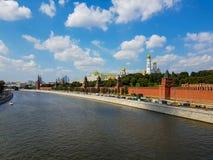 Sommerlandschaft Moskaus der Kreml Stockfotografie
