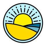 Sommerlogo mit Strandsandwüste bewegt und Sonne wellenartig Stockfotos