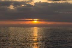 Sommermeerblick bei Sonnenuntergang Lizenzfreies Stockbild