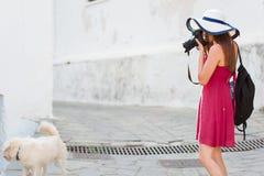 Sommermittelmeerreise-Fotografmädchen Lizenzfreie Stockfotografie