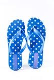 Sommermode blauer Flip Flop Sandals auf weißem backgrou stockbilder